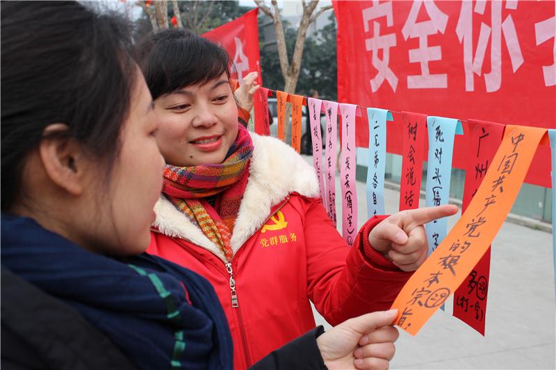 中国共产党的根本宗旨居民能脱口而出.jpg